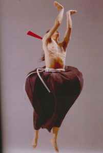 "Photo credit: Cho, Tong-hwa, and Kim, Kyŏng-ae, ""Contemporary dance scenes of Korea"", Seoul, Korea : Korean Information Service, 2001."