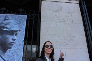 Fernanda Schaefer in front of the KU Leuven LIbrary
