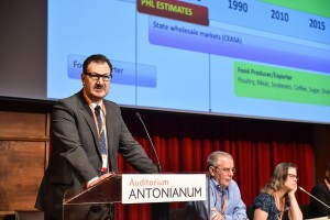 Gilmar Henz presents during the first concurrent session on Day 1 of the congress. / © Francesco Vignali Photography